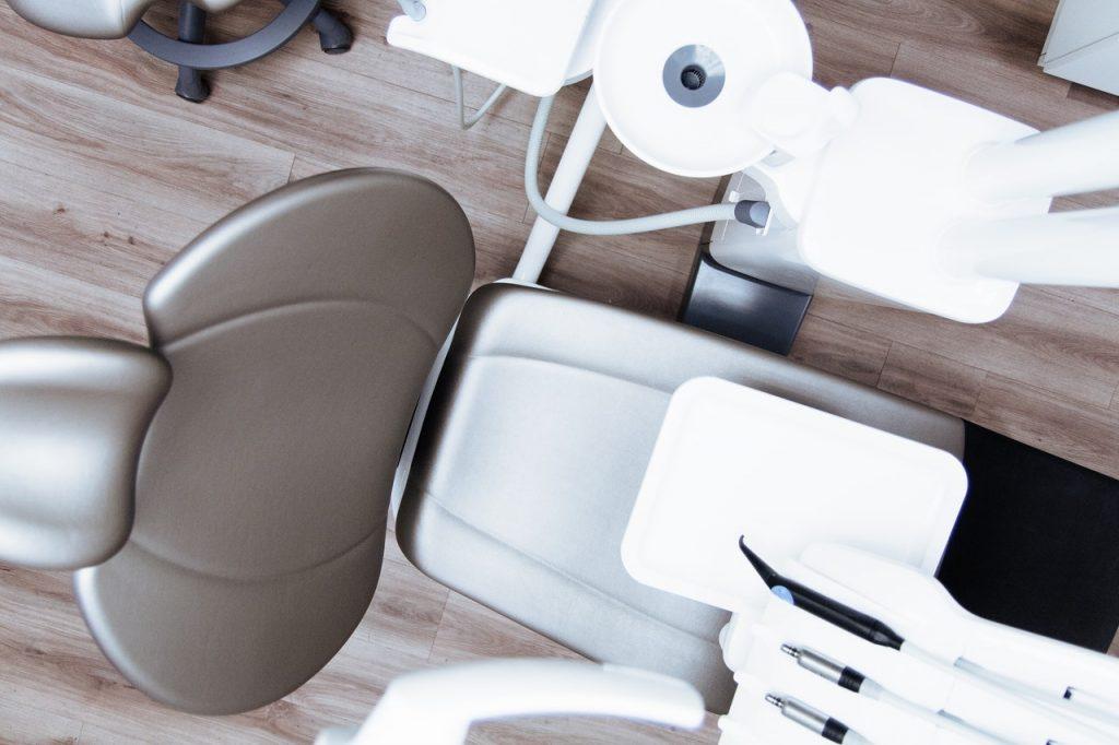 Dlaczego praca dentystyczna jest tak droga?
