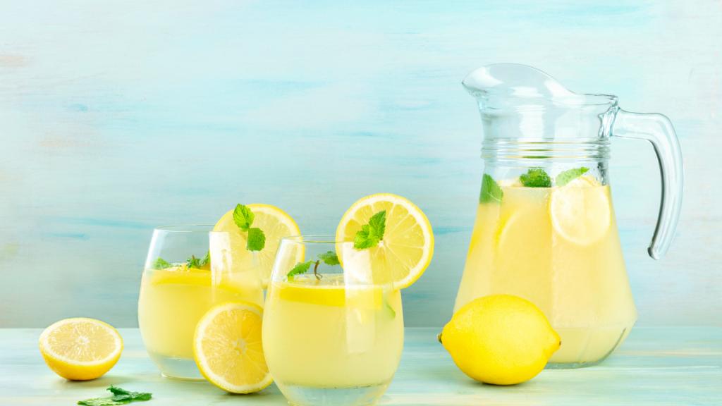 Pyszne przepisy na domową lemoniadę