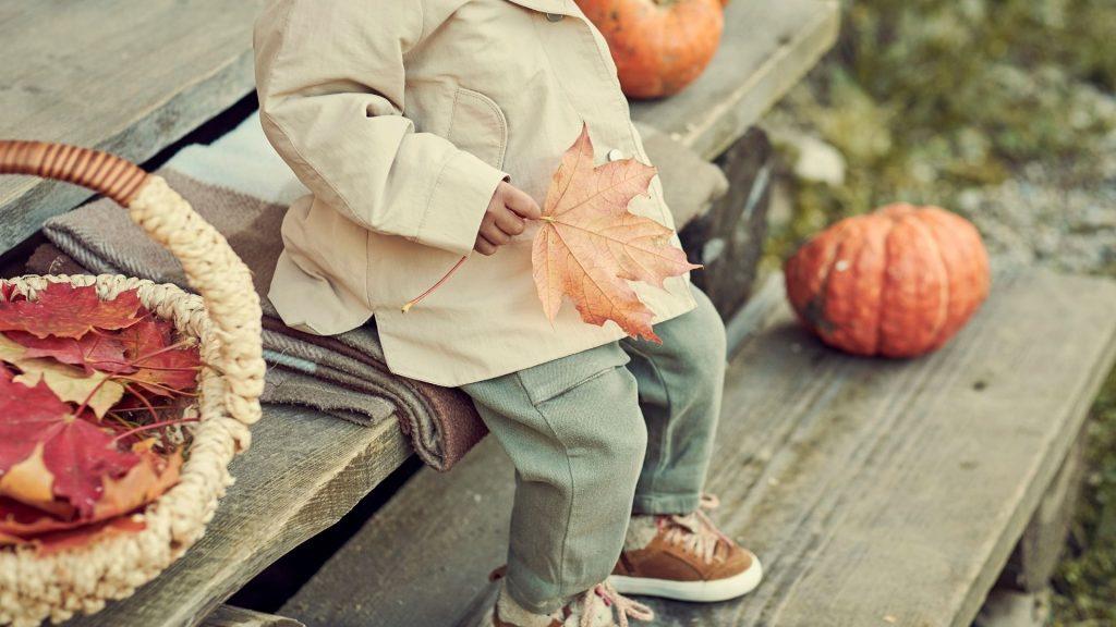 Jak modnie ubrać chłopca jesienią i zimą?